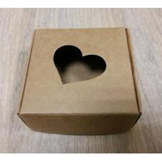 Коробочка крафт подарочная с окошком-сердечком